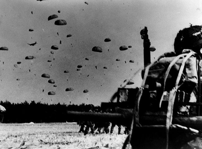 The landing of parachutists and gliders